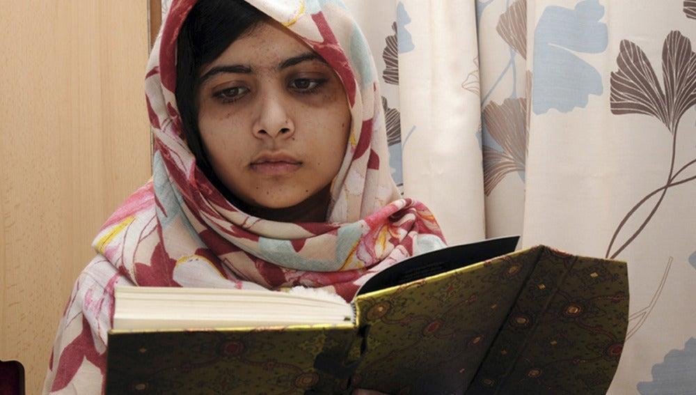 Malala lee un libro