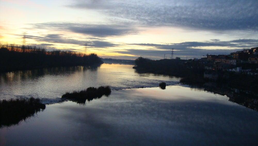 Atardecer sobre el río Duero a su paso por Tordesillas