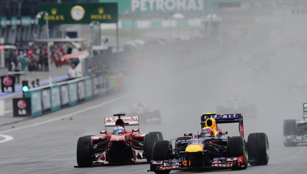 Alonso pelea con Webber sin alerón