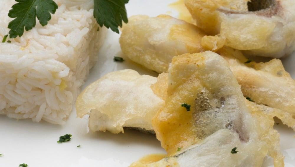 Dorada en tempura con salsa curry y arroz Basmati