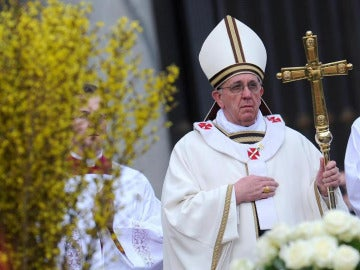 El Papa Francisco oficia la misa de Resurreción