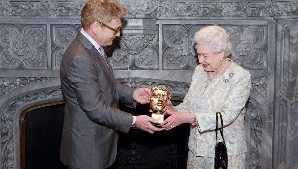 Isabel II recibe el Bafta honorífico