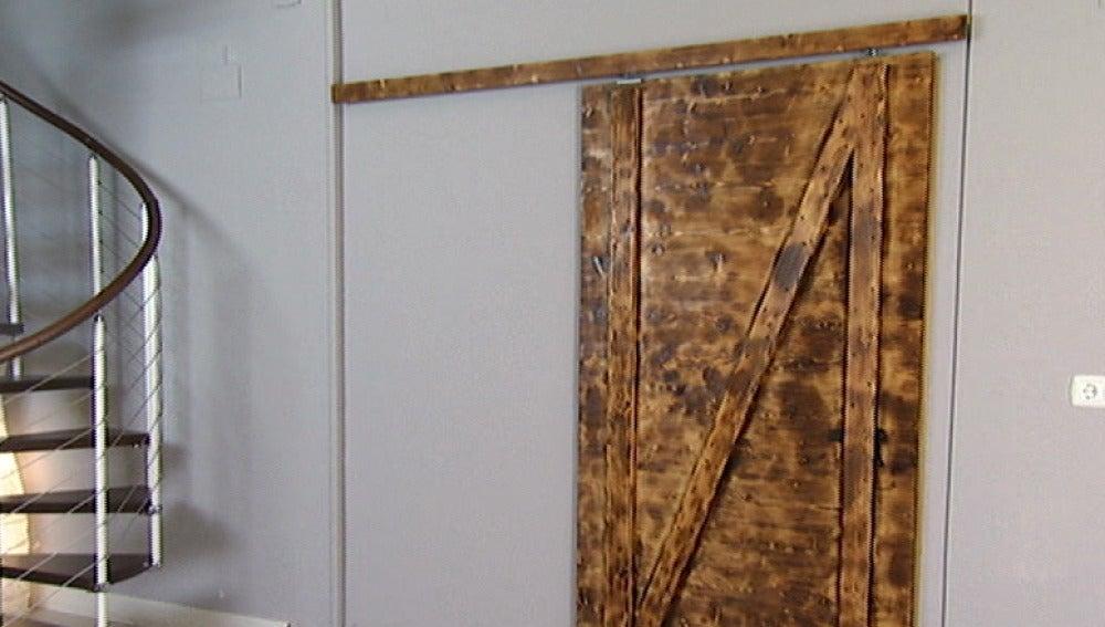 Antena 3 tv construimos una puerta corredera for Bricomania puerta corredera