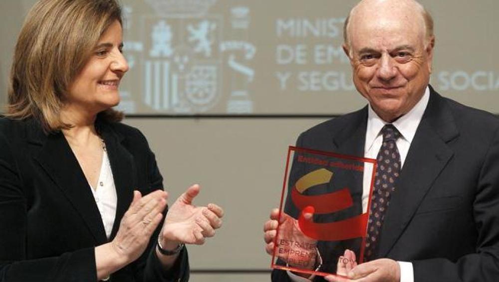 Francisco González, presidente del BBVA, junto con la ministra Fátima Báñez