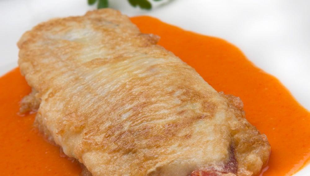 Pescado relleno con salsa picante