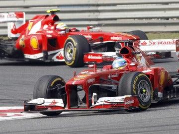 Alonso, perseguido por Massa