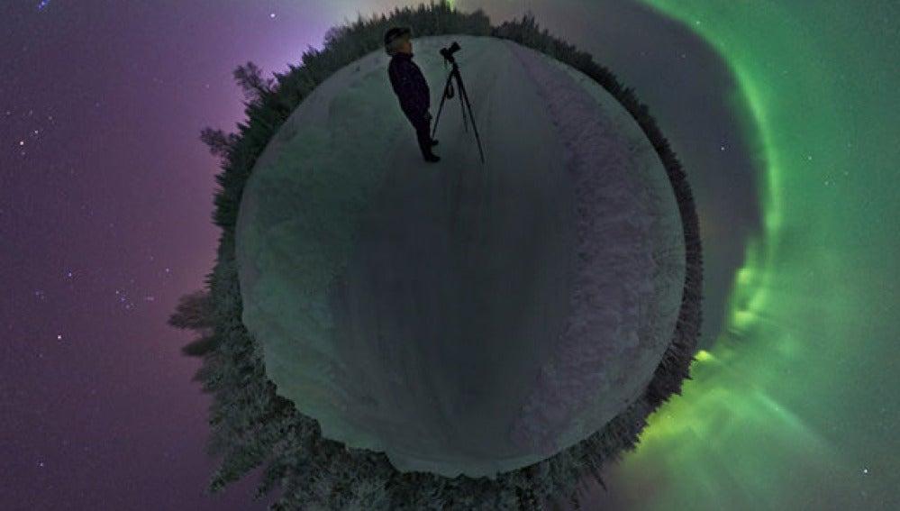 Goran Strand fotografiando auroras