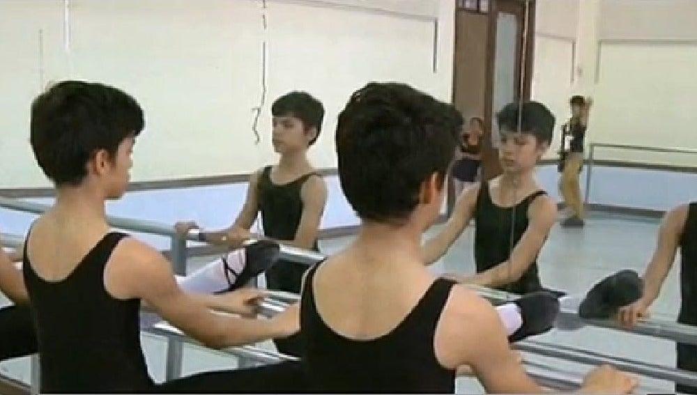 Los trillizos bailarines