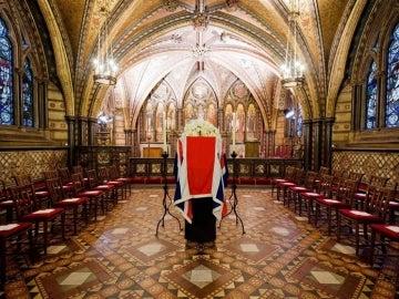 El féretro en la capilla de Santa María, Palacio de Westminster