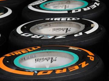 Neumáticos Pirelli P Zero blanco y P Zero naranja