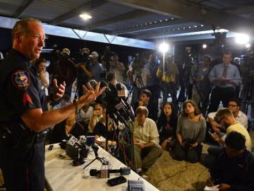 El portavoz de la policía de Waco, William Swanton, da una rueda de prensa sobre la explosión