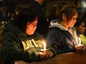 Los familiares lloran por sus fallecidos