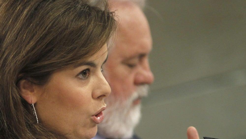 Sáenz de Santamaría y Arias Cañete, tras el Consejo de Ministros