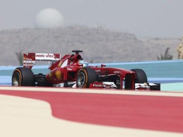 Alonso, en el desierto de Sakhir