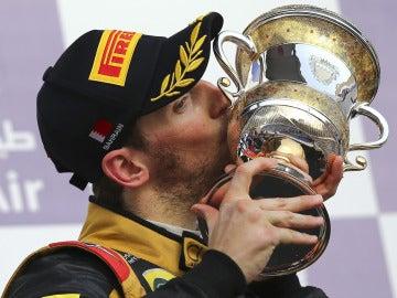 Romain Grosjean, con el trofeo de Baréin