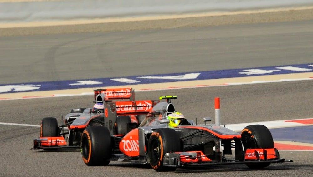 Sin órdenes de equipo en McLaren para Pérez y Button