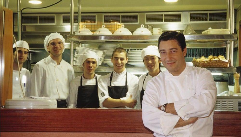 Joan Roca en la cocina de su restaurante