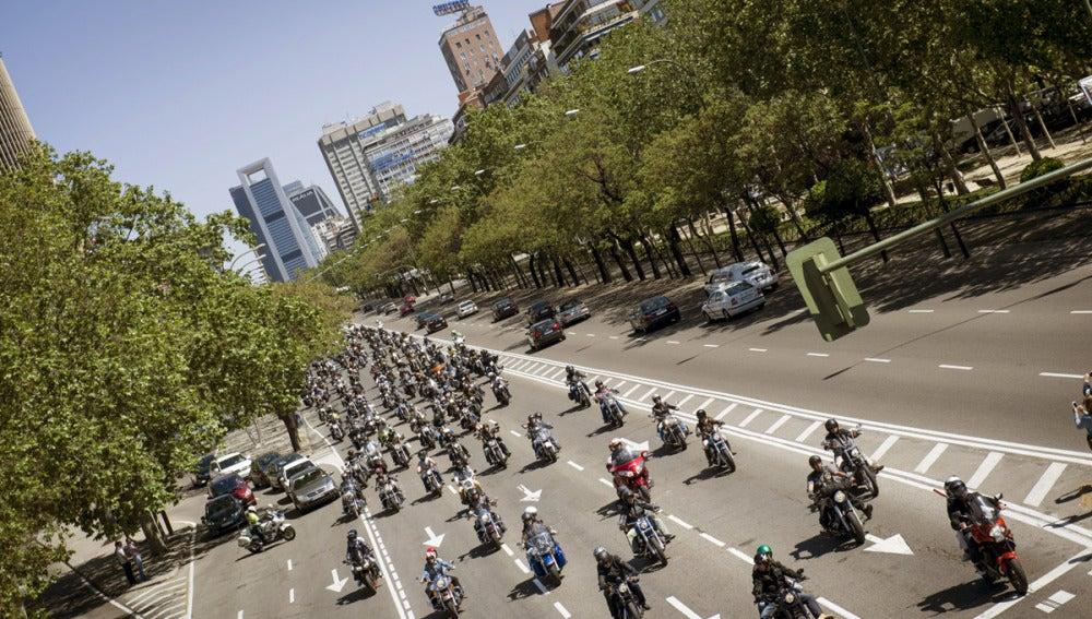 Más de mil Harley por el Paseo de la Castellana