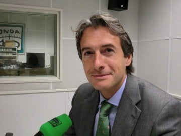 Iñigo de la Serna comparte un desayuno-entrevista en Onda Cero Cantabria