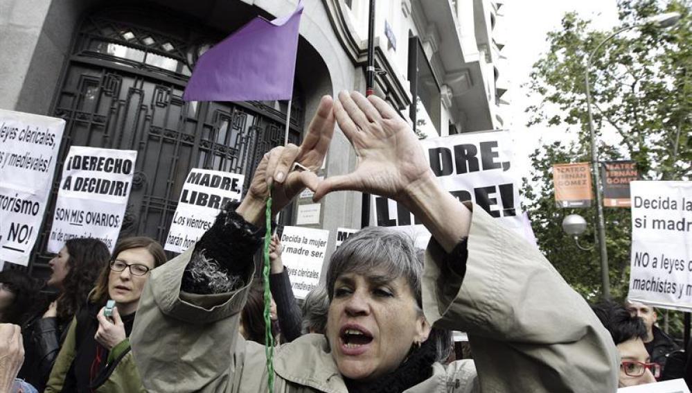 Protesta ante la sede nacional del PP, previa al 'escrache' en la casa de Gallardón