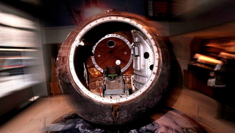 Imagen del interior de la cápsula espacial rusa Vostok 3Ka-2