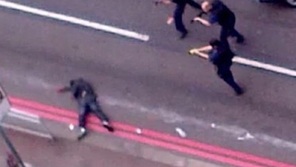 Un vídeo muestra a agentes británicos disparando contra los agresores del soldado Rigby