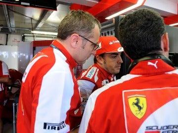 Alonso, con Domenicali y Stella