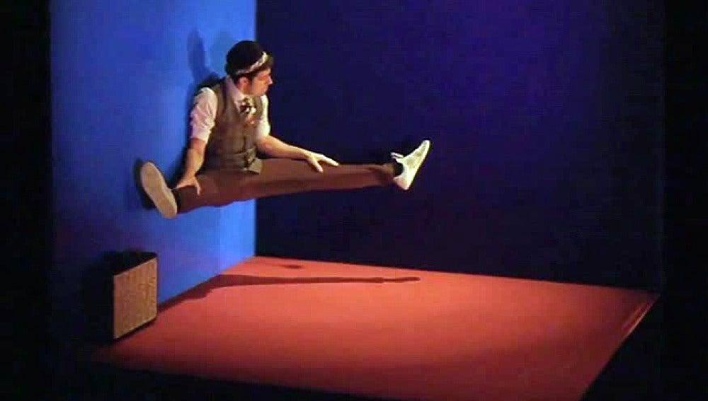 Tobias Wegner en su espectáculo de teatro gestual