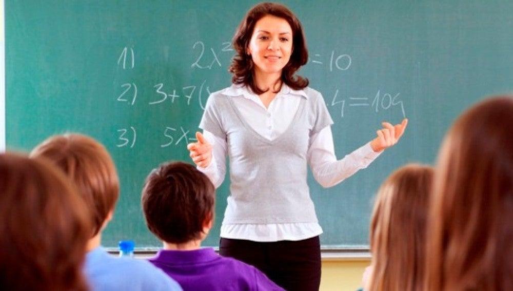 Profesora impartiendo una clase