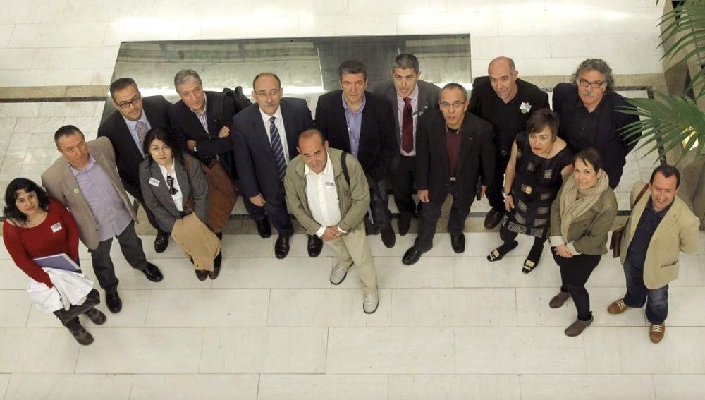 Representantes de oposición, sindicatos y CEAPA protestan por la ley Wert