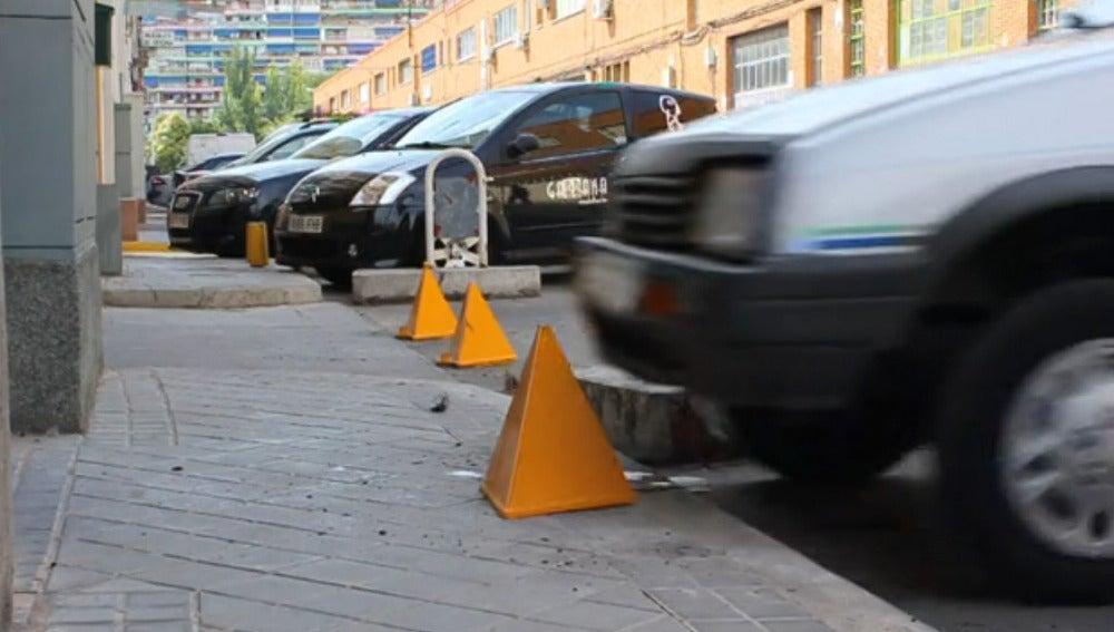 Los bolardos atrapan el vehículo