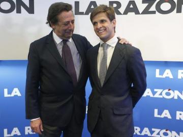 Julián López 'El Juli' junto al escritor Alfonso Ussía