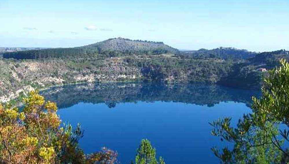 El lago Azul de Australia, entre los más puros del planeta