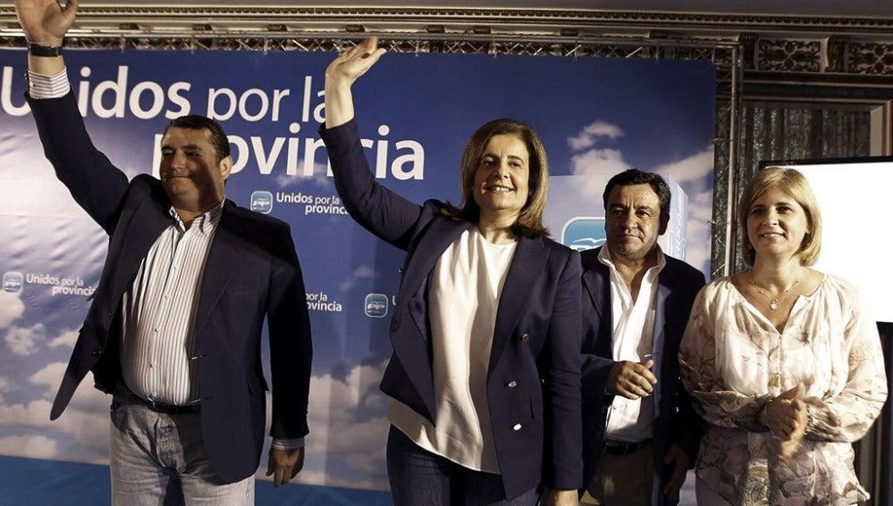 La ministra de Empleo, Fátima Báñez, junto al presidente del PP Cádiz, Antonio Sanz