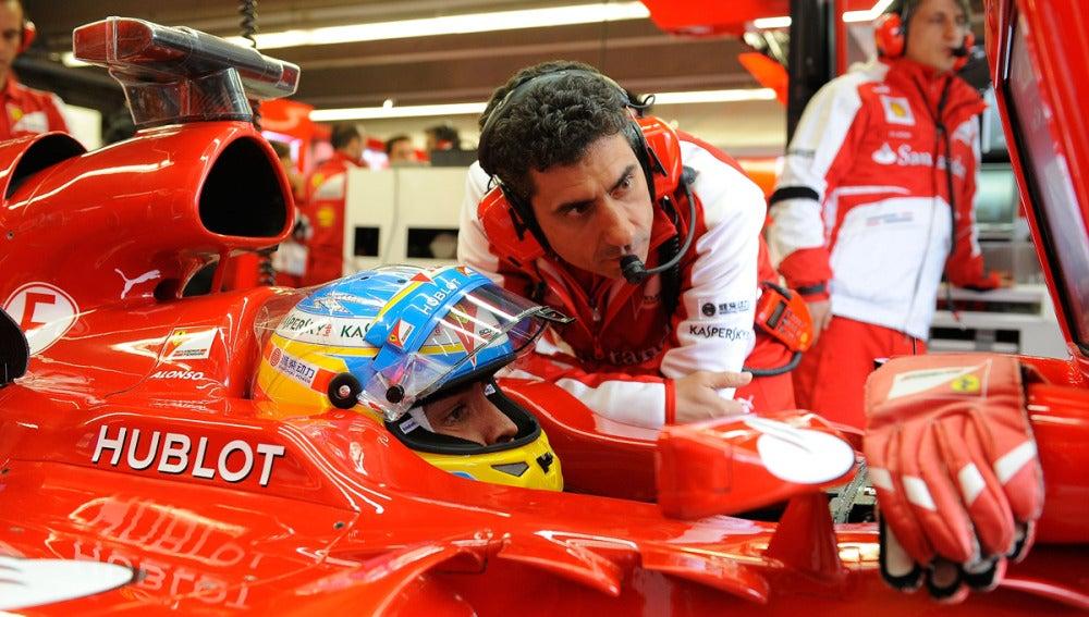 Fernando Alonso en el cockpit