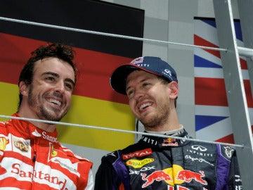 Alonso y Vettel, sonrientes