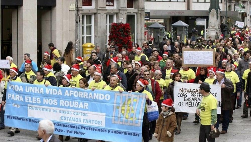 Manifestación de clientes de CatalunyaBanc y NCG.