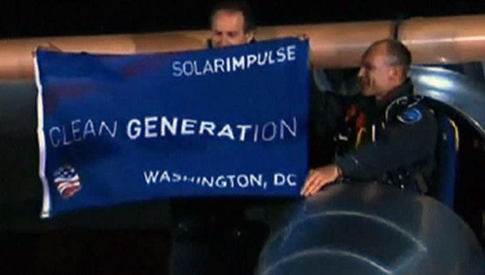 Tripulantes del avión solar