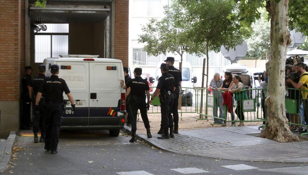 Llegada del furgón policial con José Bretón a los juzgados de Córdoba