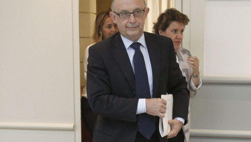 El ministro de Hacienda, Cristóbal Montoro, a su llegada al Senado