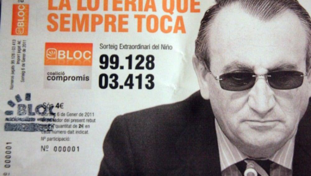 Una pepeleta de lotería con la imagen de Carlos Fabra