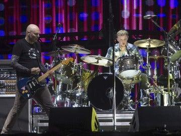 El grupo The Smashing Pumpkins durante su actuación en el Azkena Rock de Vitoria