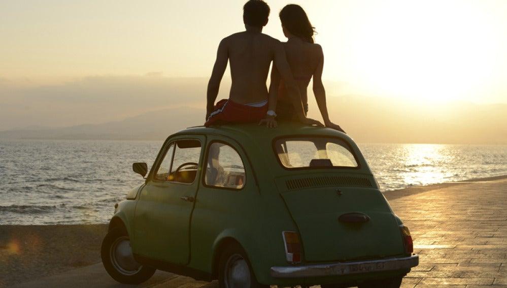Peligros al volante: conducir en chancletas o en bikini