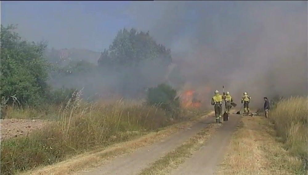 Continuan activos dos incendios en Verín y en Laza en Ourense