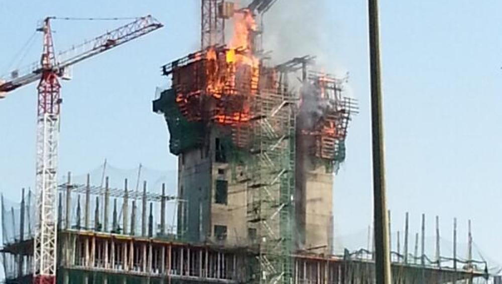 La nueva torre del BBVA en Sanchinarro se incendia