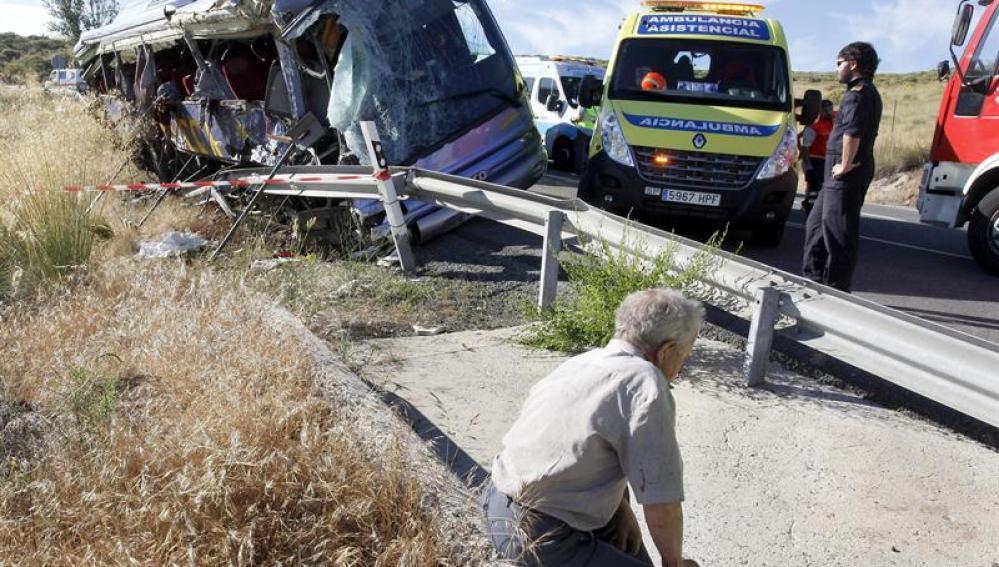 Estado del autobús que sufrió el siniestro en Tornadizos, Ávila.