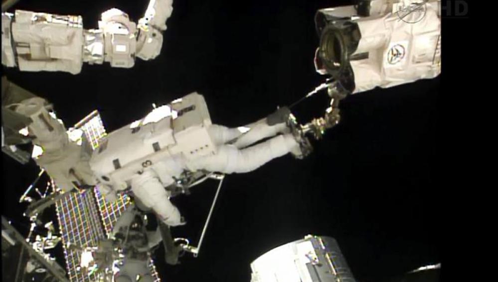 Paseo espacial fuera de la Estación Espacial Internacional