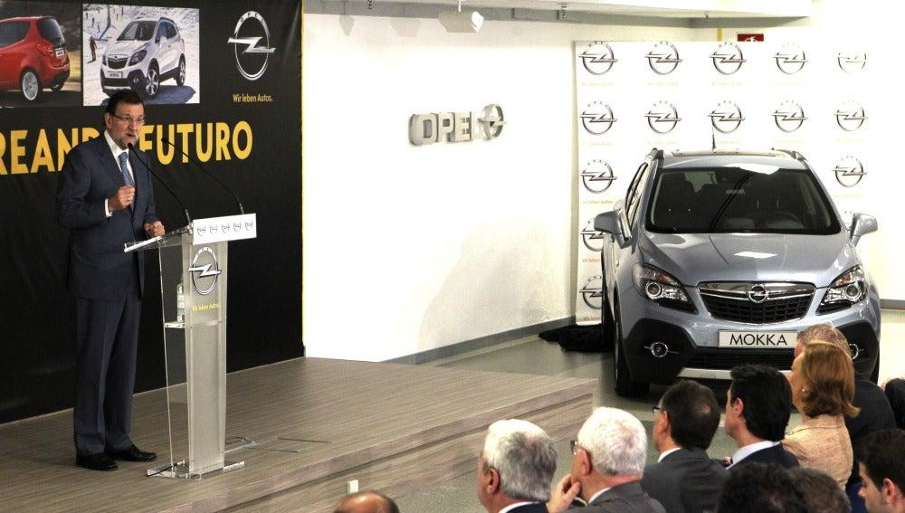 Rajoy en un acto celebrado en la planta de Opel en Figueruelas (Zaragoza)