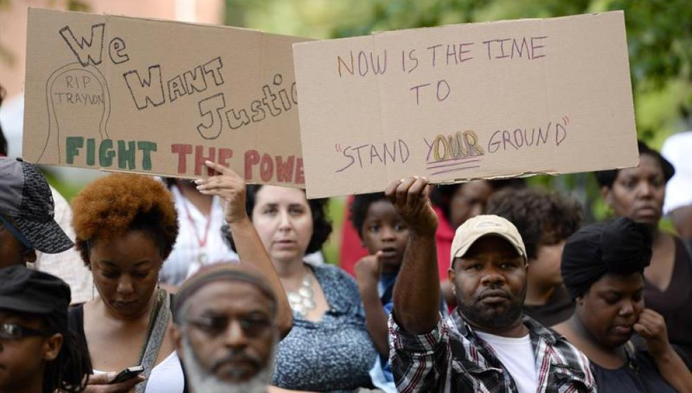 """Protestas en las calles de EEUU por la """"no culpabilidad"""" de Zimmerman"""