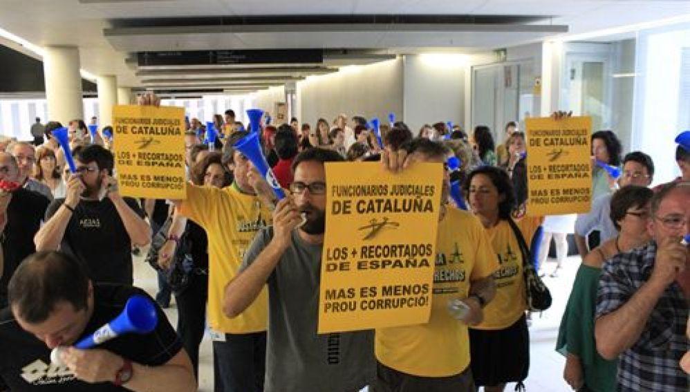 Protesta de funcionarios en la Ciudad de la Justicia